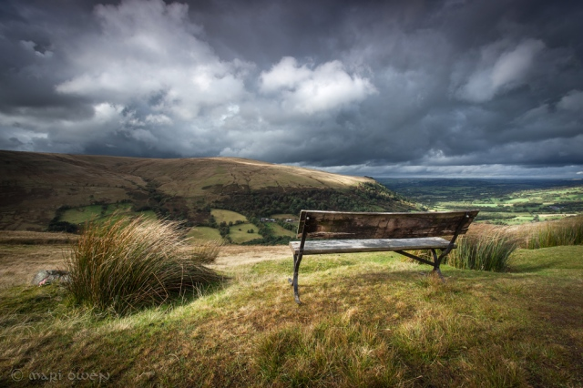 Pull in at the top of the Rhiw looking into Heol Senni. By Mari Owen - Photographer ©